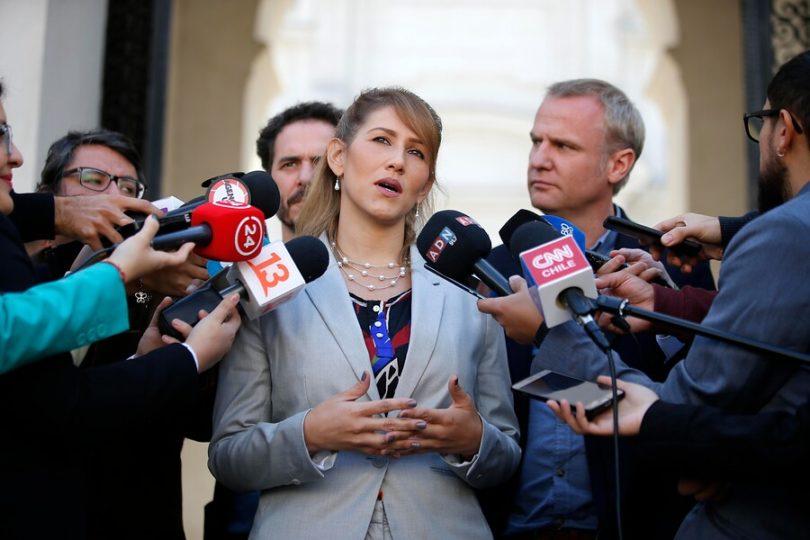 "Representante de Guaidó pidió ""flexibilizar"" requisitos para entrar a Chile"