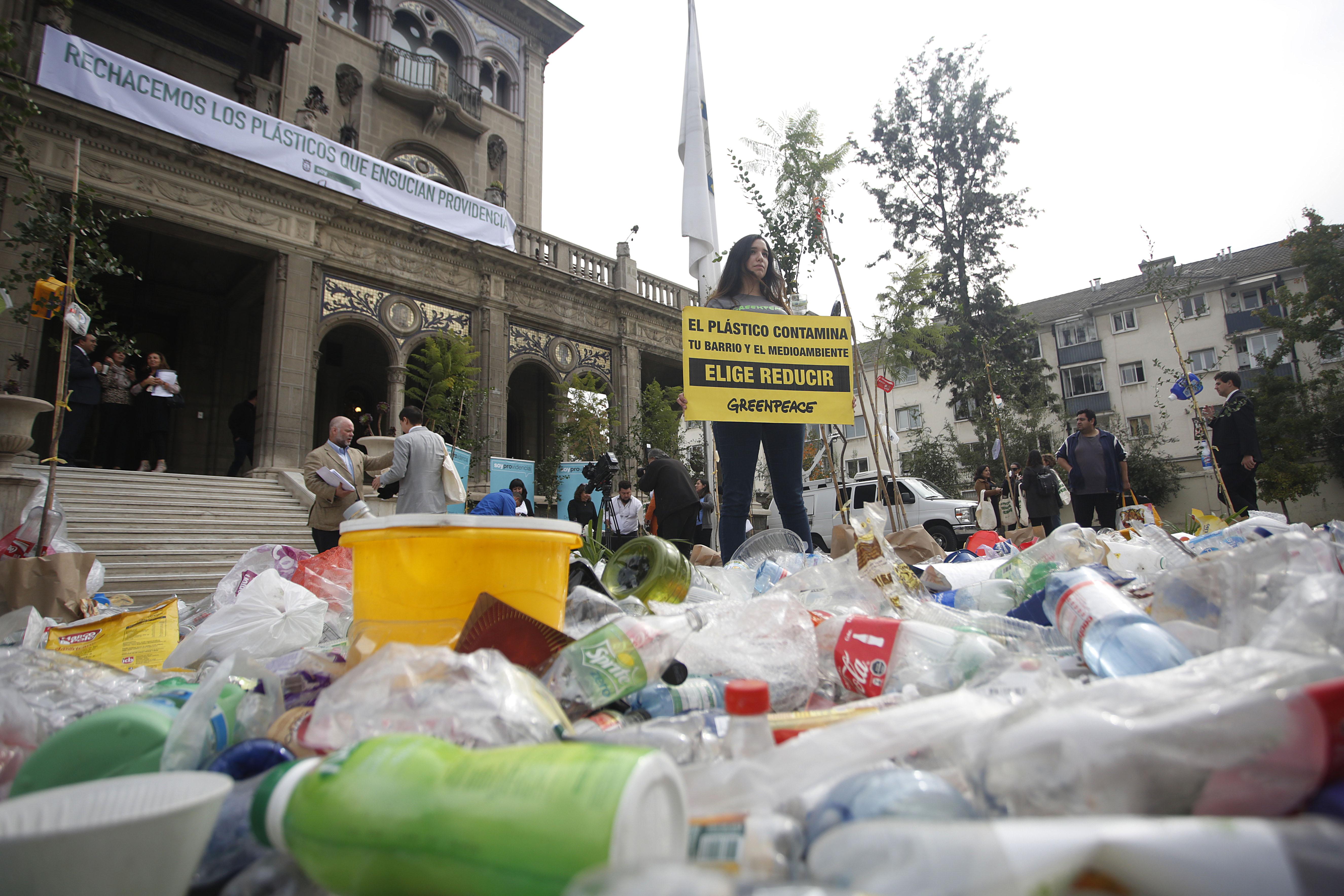 """""""Greenpeace: Perú le gana a Chile en eliminación de plásticos de un solo uso"""""""