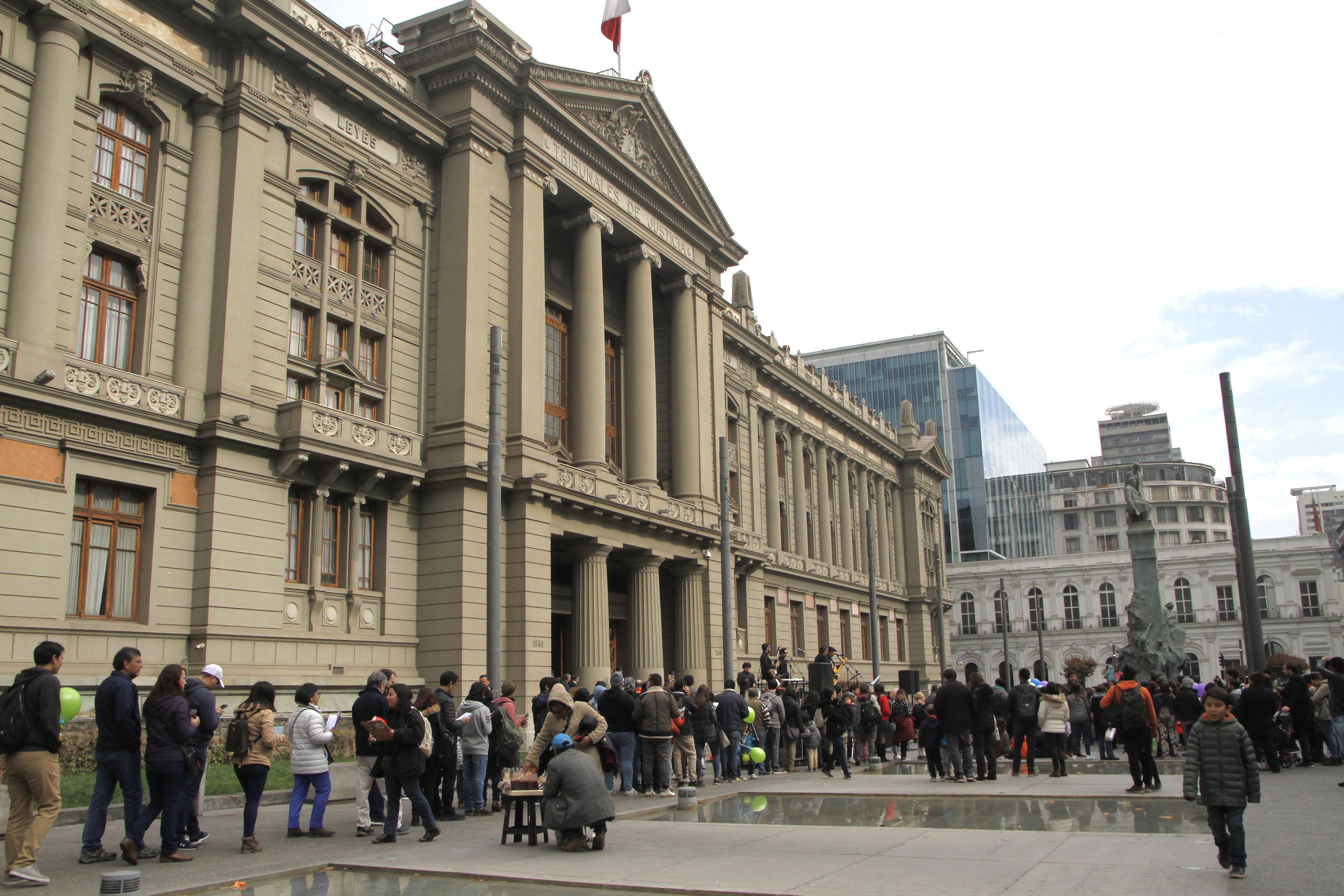 Condenan a exagentes de la CNI por falso enfrentamiento