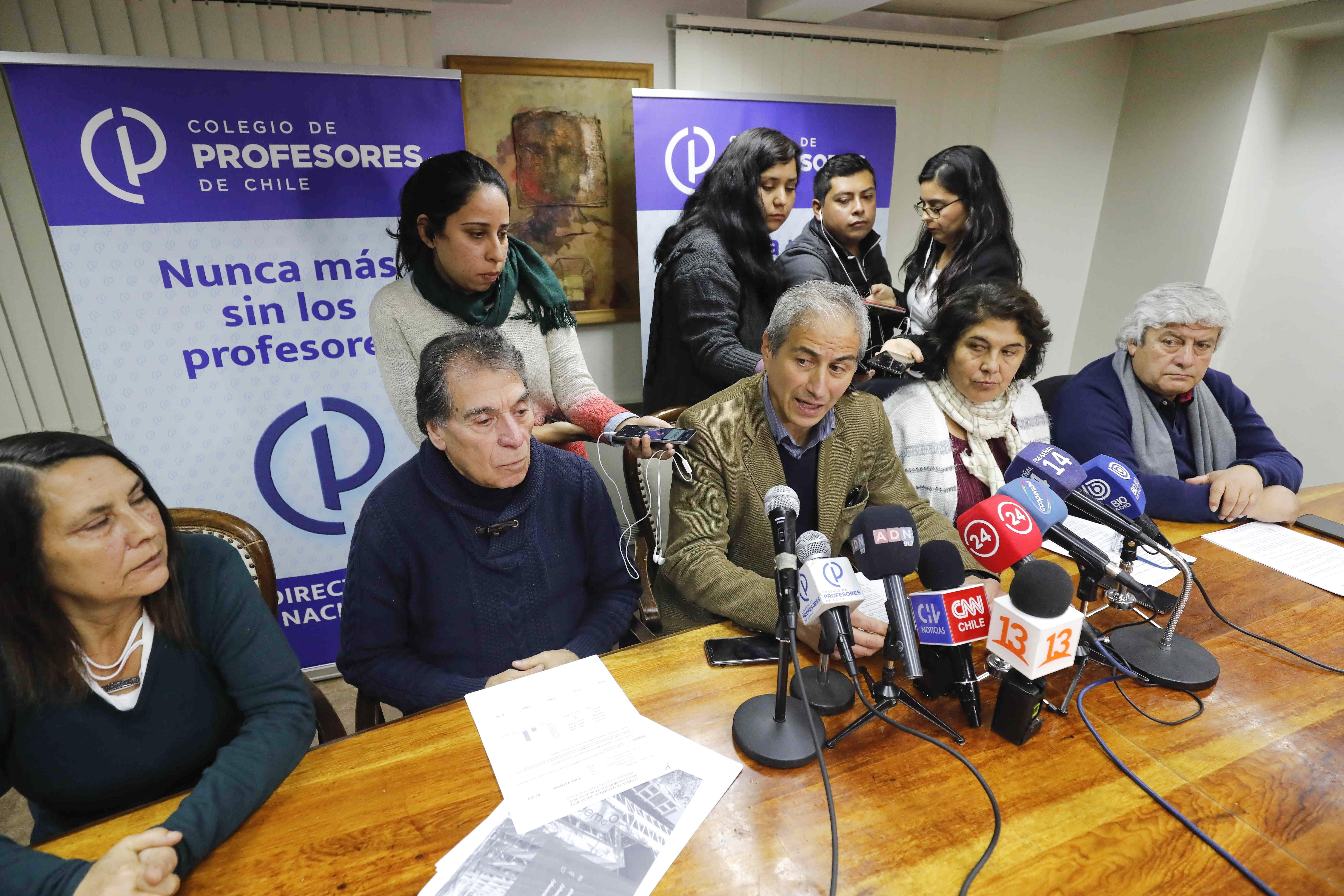 Colegio de Profesores realiza nueva marcha pese a llamado de Piñera para volver a las salas de clases