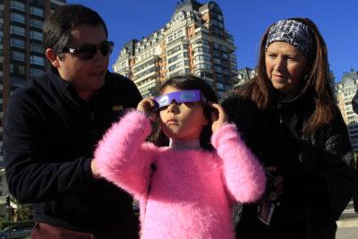 Gobierno hace llamado al autocuidado para observar el eclipse solar en forma segura