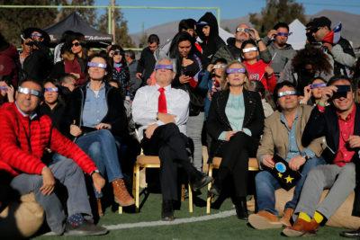 """Piñera en el observatorio La Silla: """"Después del eclipse sale el Sol"""""""