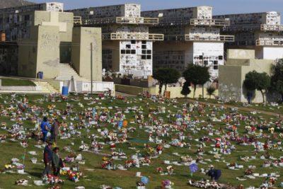 Usuarios del cementerio de Playa Ancha protestaron por estado de las tumbas