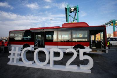 Aterrizan en Chile 100 nuevos buses eléctricos para el sistema Red