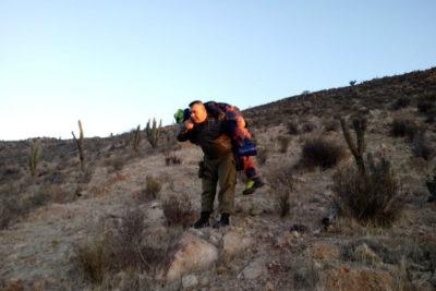 Heroico rescate en Coquimbo: carabinero llevó en sus hombros a excursionista herido