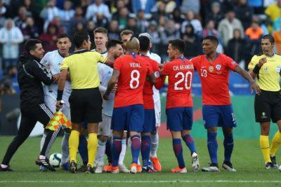 VIDEO   Gary Medel y Lionel Messi se van expulsados por agresión mutua