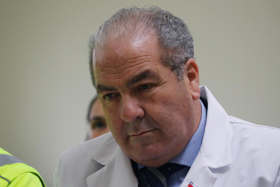 Diputado pide salida de Castillo tras polémica por consultorios