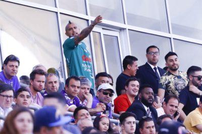 Arturo Vidal disfrutó su primer día de vacaciones viendo a Rodelindo Román