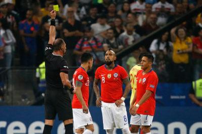 Vidal y Aránguiz están a una amarilla de perderse el último partido de Chile en la Copa América