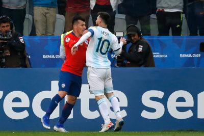 """Messi recordó pelea con Medel: """"No era para roja, con amarilla se solucionaba"""""""