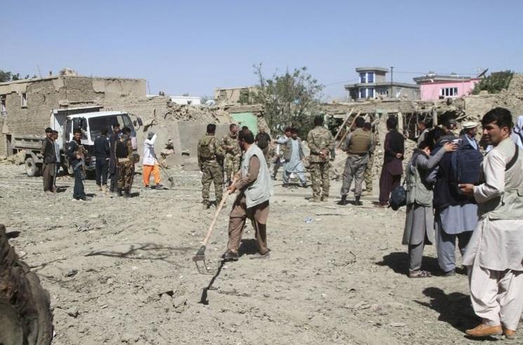 """""""Atentado en Afganistán: Niño se suicida en matrimonio y deja más de siete muertos"""""""