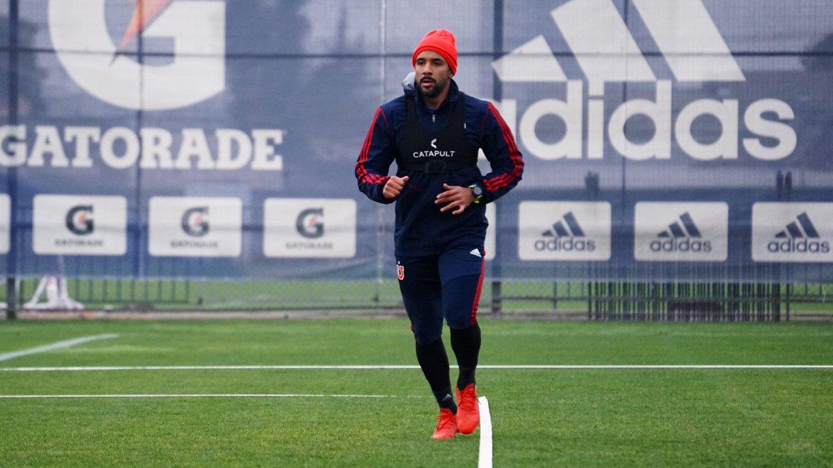 """""""Jean Beausejour volvió a los entrenamientos con la U tras anunciar su retiro de la Roja"""""""