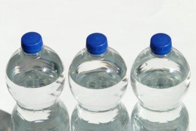 Alta concentración de arsénico: agua embotellada chilena no cumpliría normas para el consumo