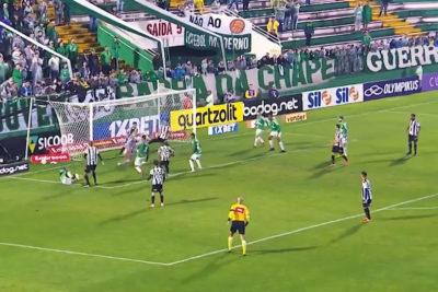 VIDEO | El extraño movimiento de pelota que impactó a los hinchas de Chapecoense