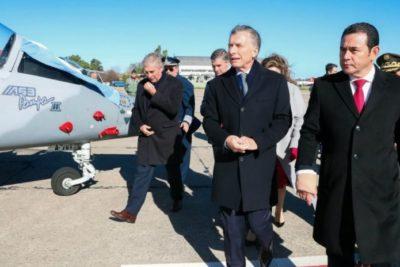 Presidente de Guatemala es acusado de cometer fraude en la compra de aviones a Argentina