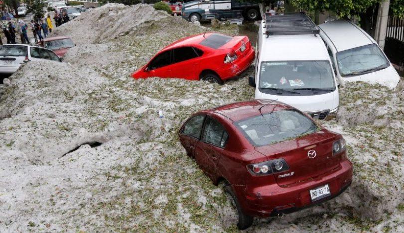 FOTOS | En pleno verano: Increíble tormenta de granizos dejó dos metros de hielo en México