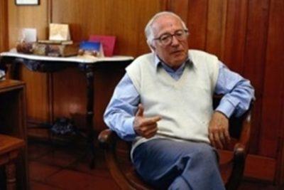Presentan querella contra Premio Nacional Hugo Montes por abuso sexual