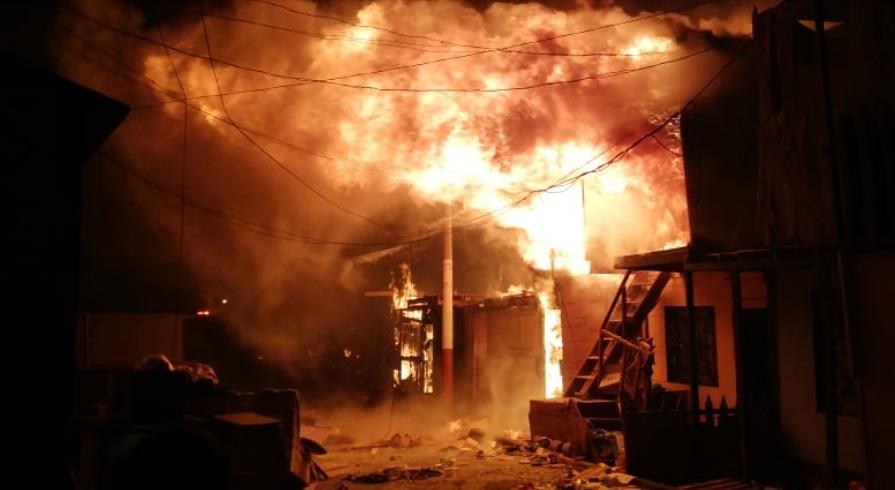Lima: Incendio destruye 200 viviendas a horas de la inauguración de los Juegos Panamericanos