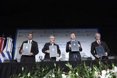 Piñera firma adhesión de Chile a candidatura para el Mundial de 2030