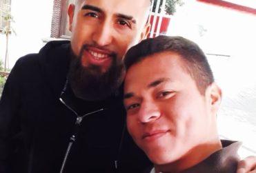 Entre entrenamientos y una vulcanización: La historia del venezolano que sueña con jugar en el equipo de Vidal