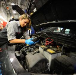 Conocimiento es poder: las mujeres en mecánica
