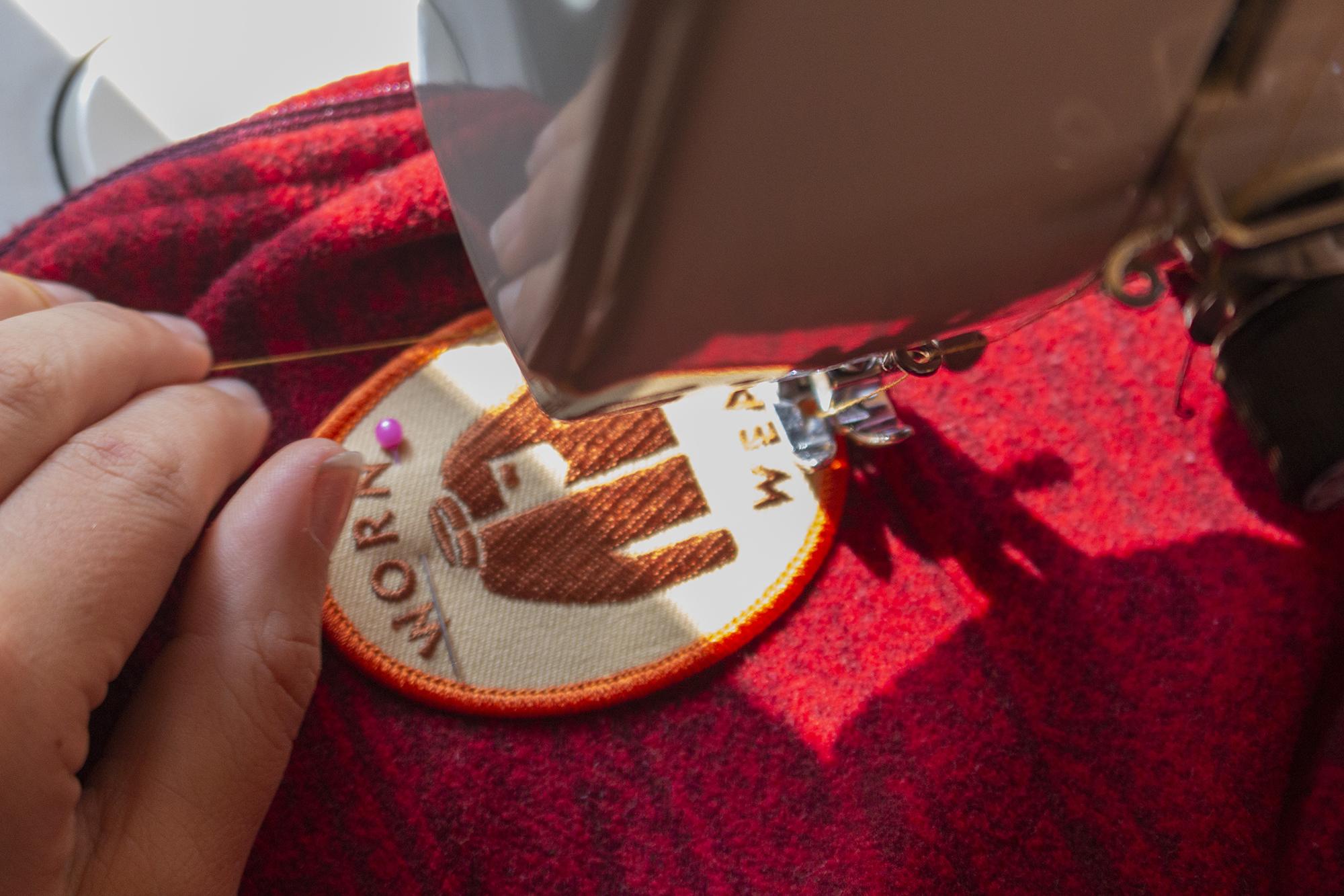 Programa Worn Wear: realizan jornada para reparar ropa de manera gratuita y alargar su vida útil