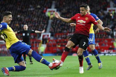 """En Inglaterra aseguran que Alexis está """"desterrado"""" en la reserva del United"""