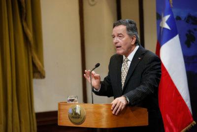 Presidente Piñera designa a ex canciller Roberto Ampuero como embajador en España
