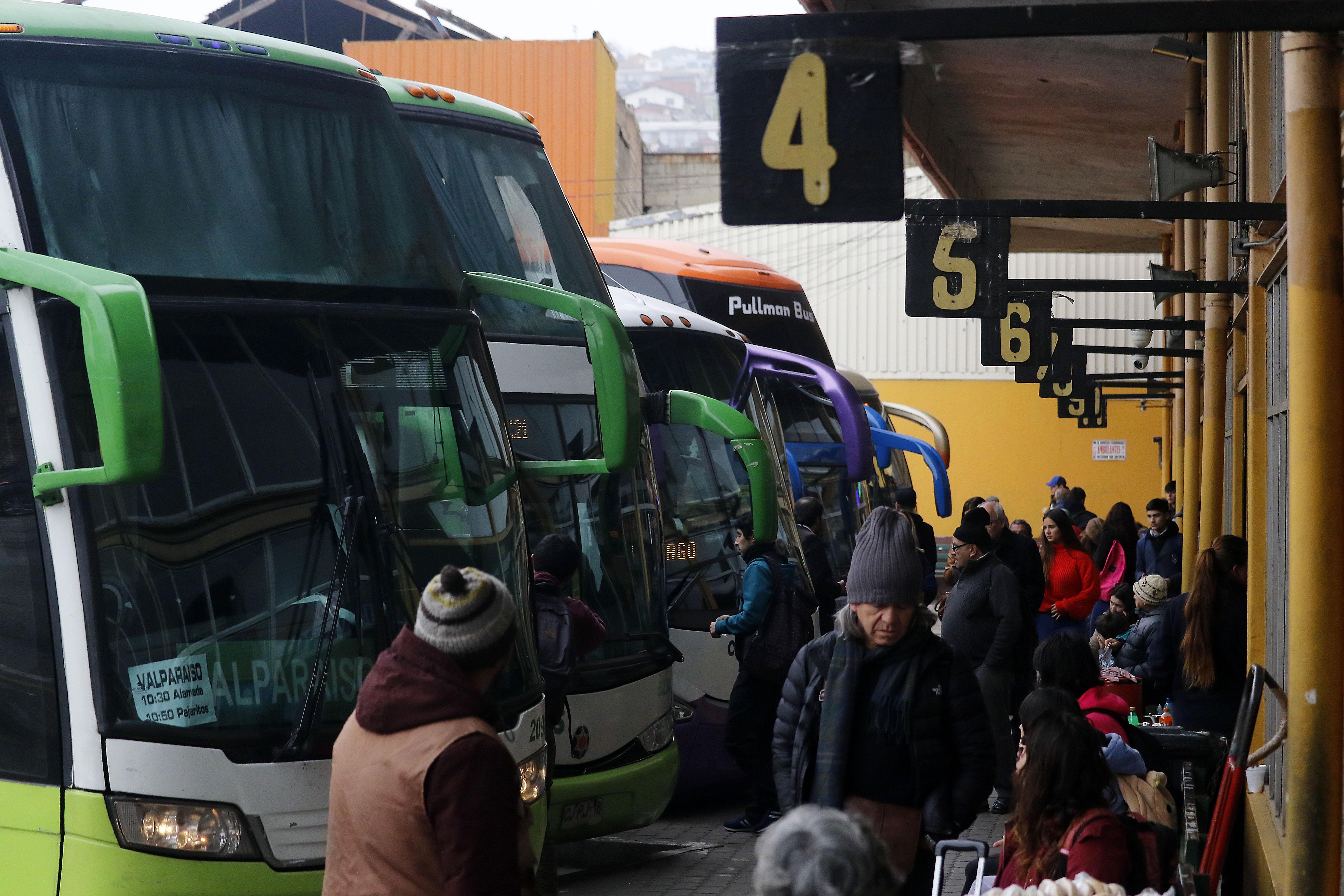 IPC de julio registró alza de 0,2%: buses interurbanos al alza y los limones a la baja