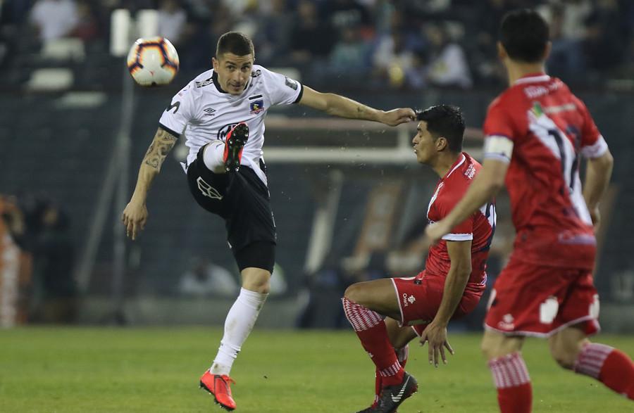 Carlos Carmona será baja por un mes y le da un nuevo dolor de cabeza a Colo Colo