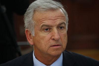 """Ministro Larraín pide """"rezar"""" para que se termine la guerra comercial entre China y EEUU"""