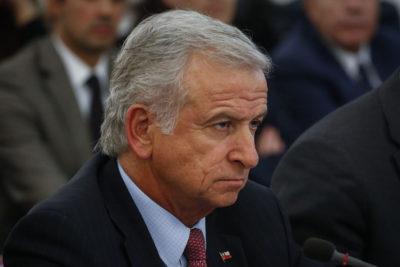 """Ministro Larraín explicó su llamado a 'rezar': """"Fue descontextualizado"""""""