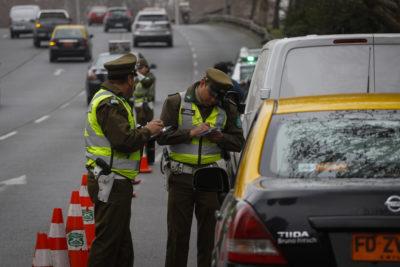 Cuánto te podría costar la multa por conducir usando el celular