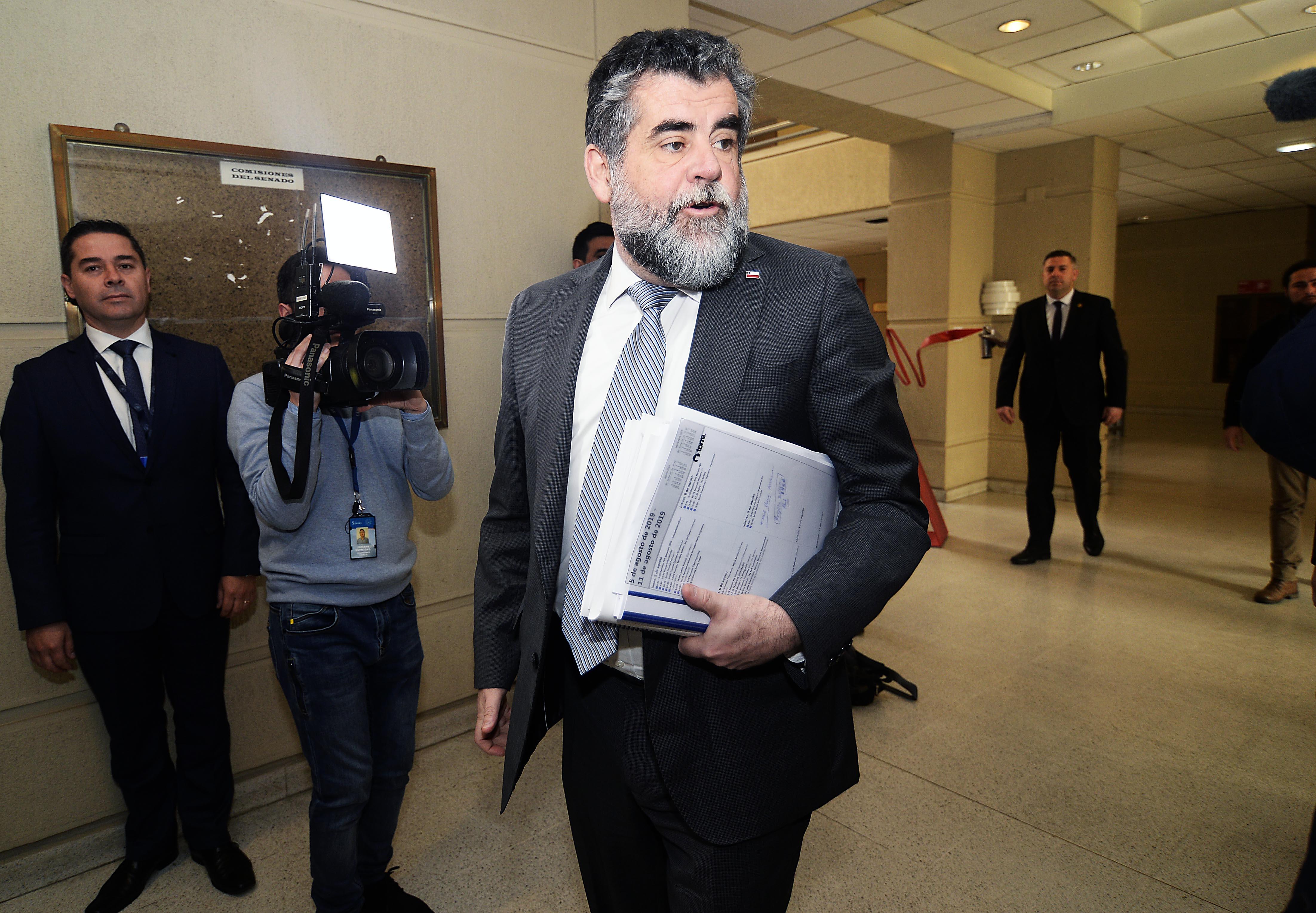 Subsecretario Ubilla asegura que no es ilegal pedir cédulas de identidad en el Instituto Nacional