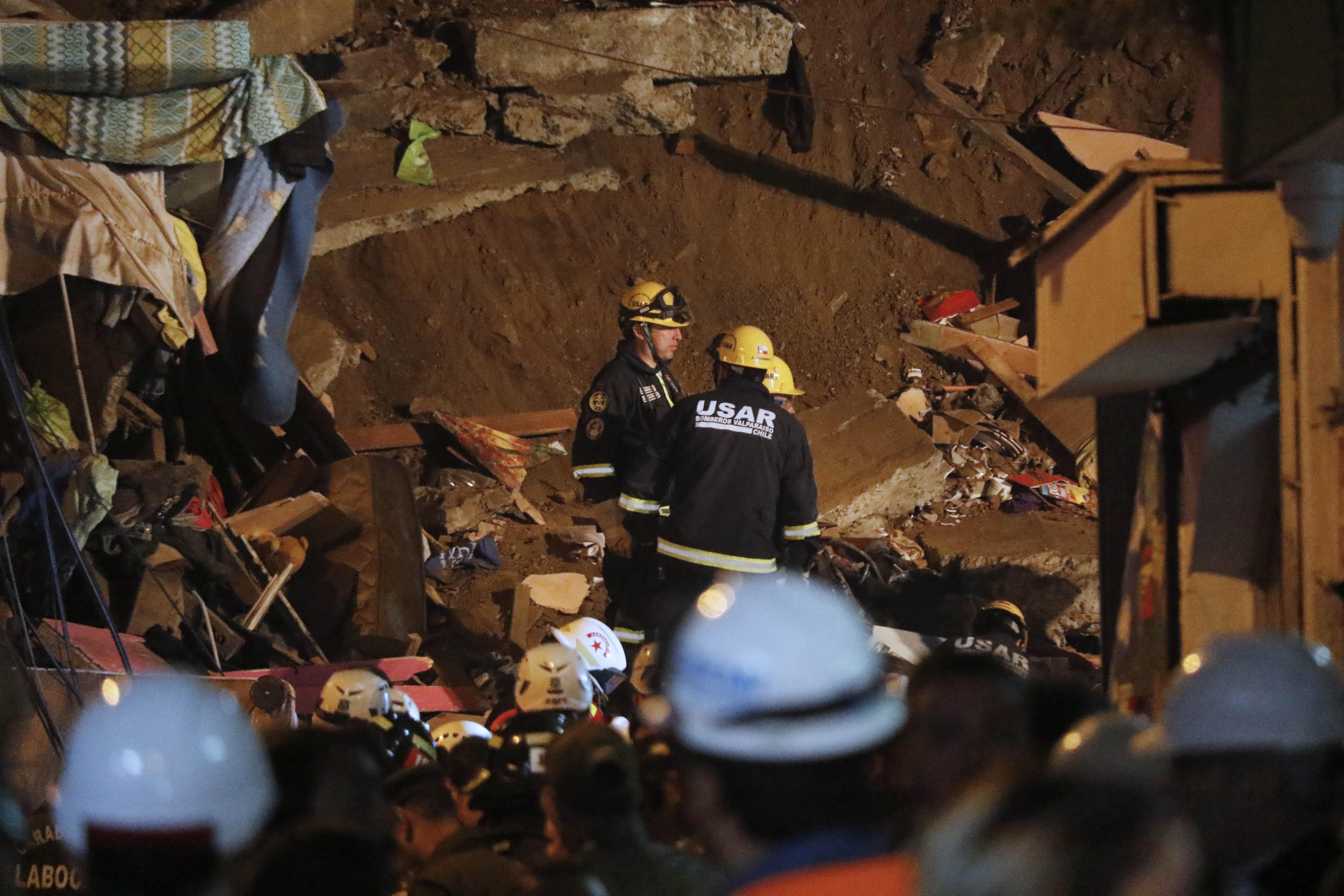 Familia que habitaba casa derrumbada en Valparaíso pensaba cambiarse este fin de semana