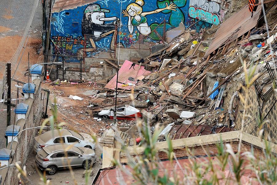 Gobierno compromete recursos para demoler casas en riesgo en Valparaíso