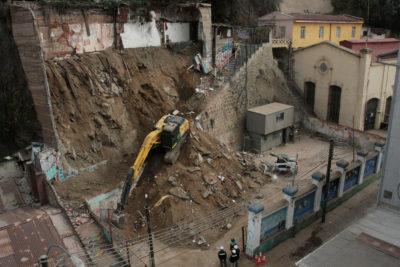 Municipalidad de Valparaíso descartó la presencia de nuevas víctimas en zona de derrumbe