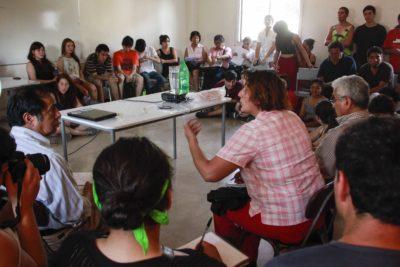 """Estudio cualitativo revela el """"miedo"""" de los jóvenes chilenos a expresar sus opiniones"""