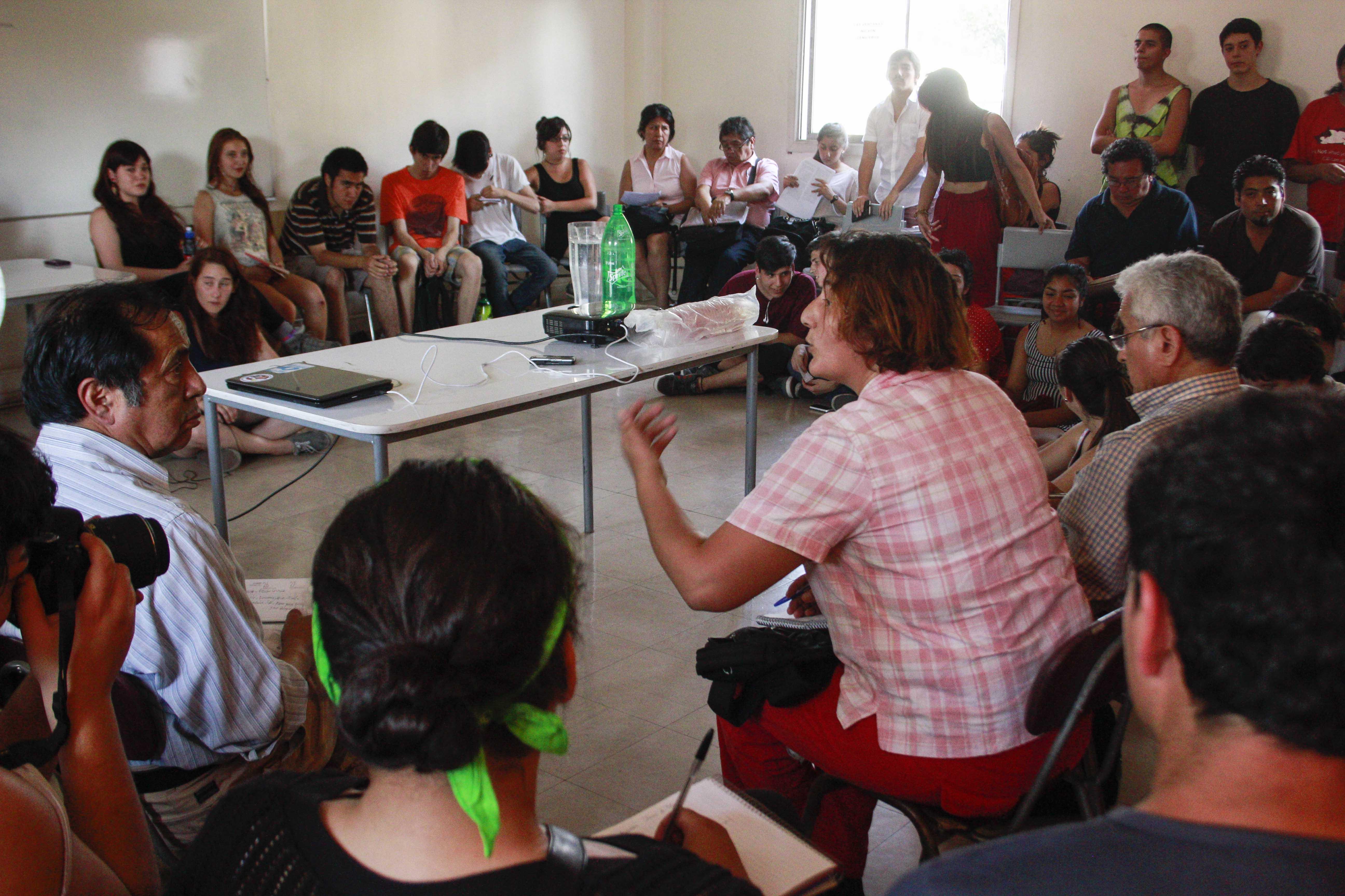 """""""Estudio cualitativo revela el """"miedo"""" de los jóvenes chilenos a expresar sus opiniones"""""""