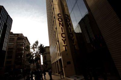 Trabajadores de Conicyt mantienen paro por diferencias con Ministerio de Ciencia
