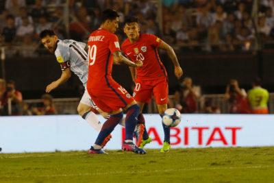 Hernández quiere que Aránguiz sea capitán de la Roja pese al regreso de Bravo