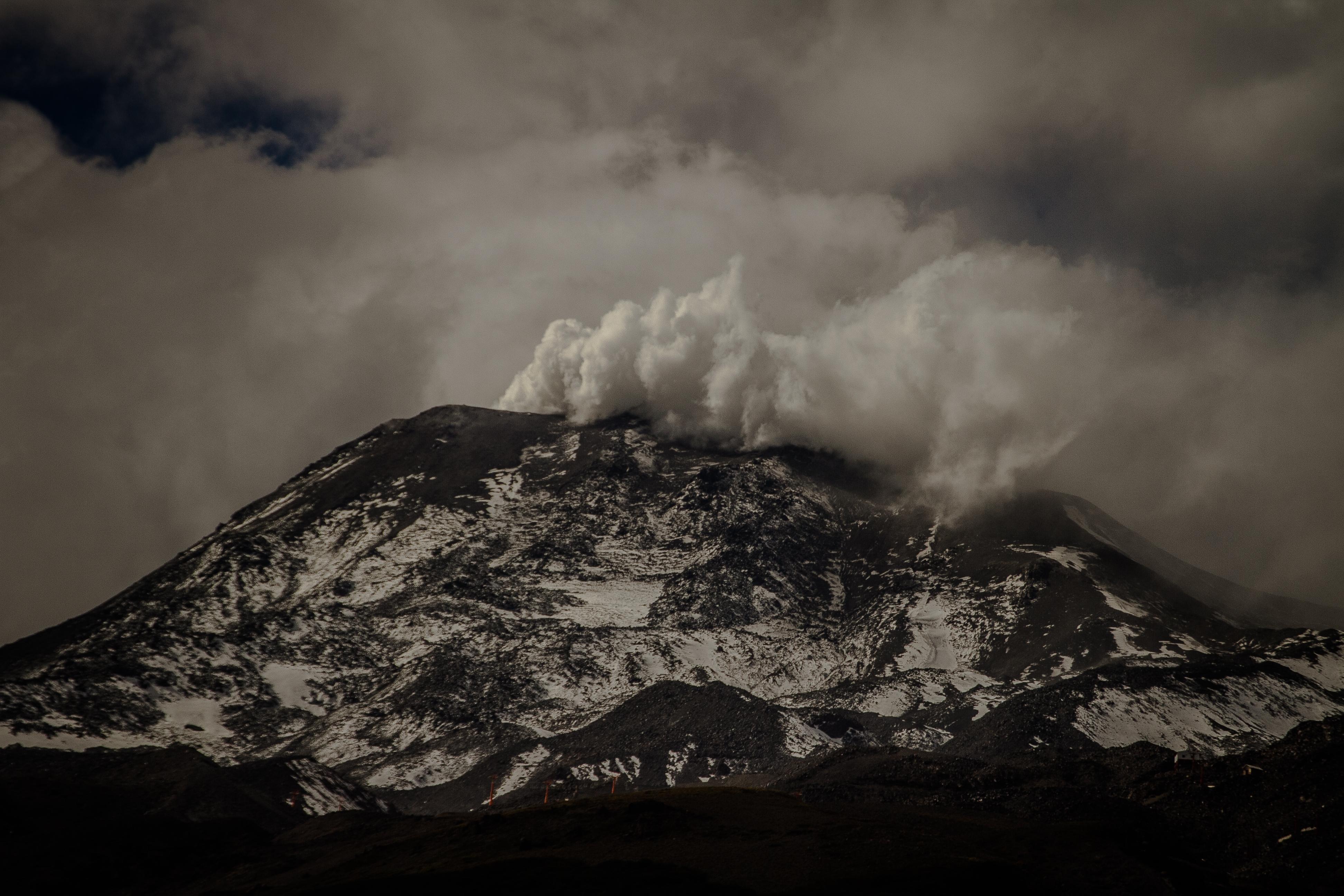 """""""Registran nuevo evento explosivo en el Complejo Volcánico Nevados de Chillán"""""""