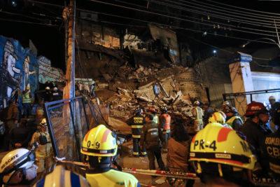 Labores de rescate se prolongaron durante toda la noche en derrumbe de Valparaíso