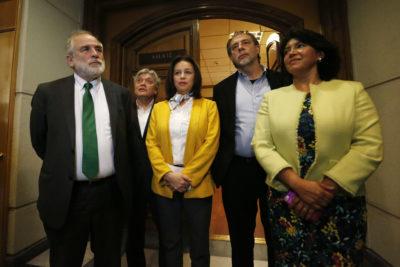 Senadores de oposición respaldan al PS en conflicto con el Gobierno por dichos de Cecilia Pérez