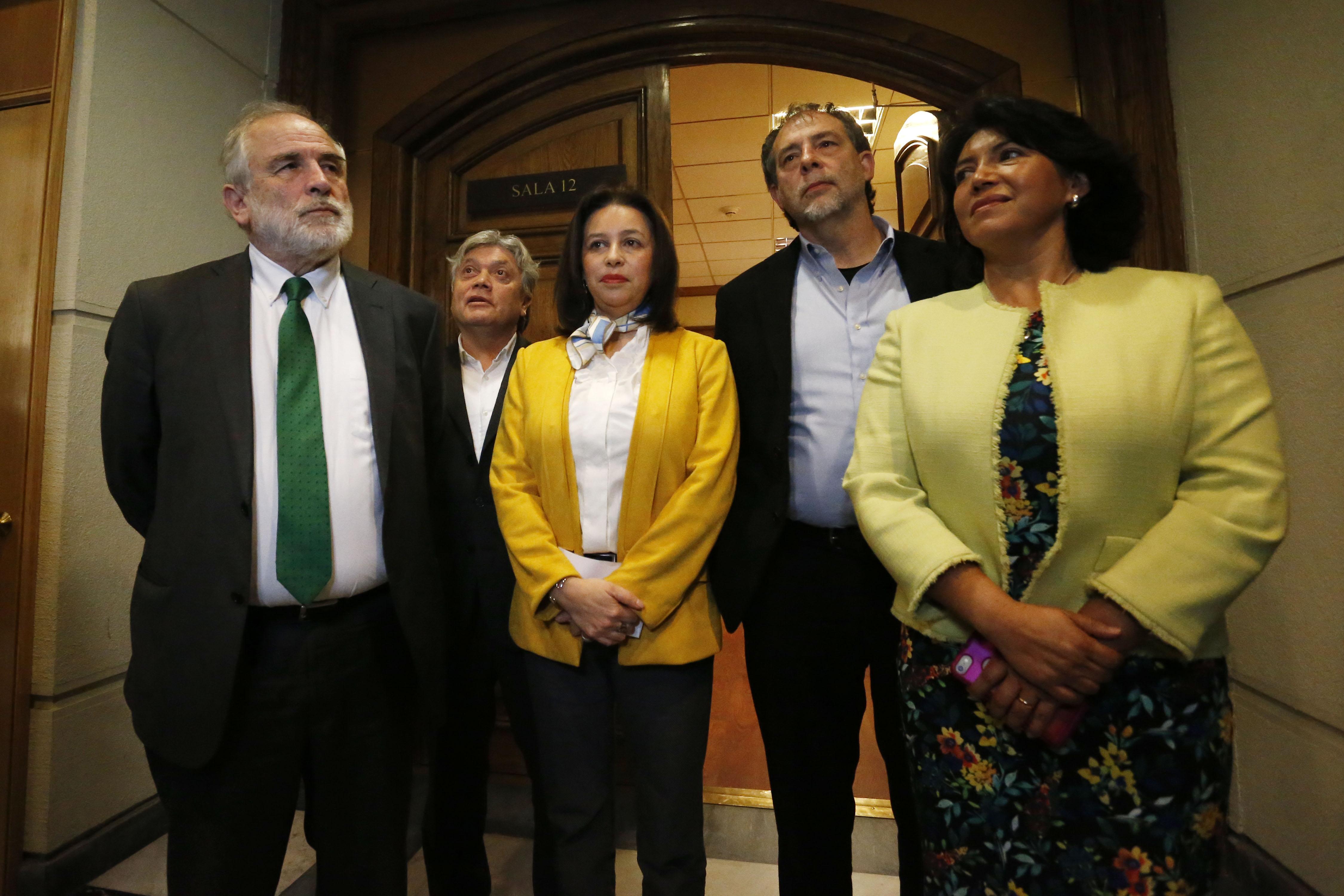 """""""Senadores de oposición respaldan al PS en conflicto con el Gobierno por dichos de Cecilia Pérez"""""""
