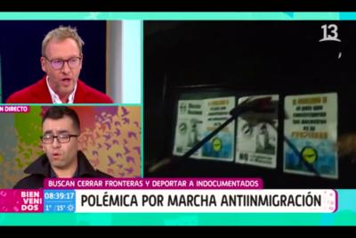 """""""No nos trates así"""": la molestia en vivo de Martín Cárcamo con líder de marcha anti inmigrantes"""