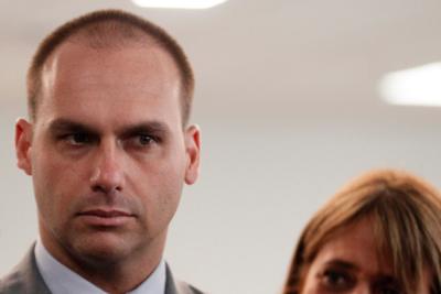 Hijo de Bolsonaro trató de idiota al presidente Macron