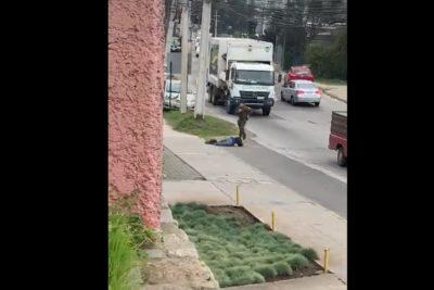 Valparaíso: Carabinero le disparó en una pierna a sujeto que amenazaba a transeúntes con podadora de pasto