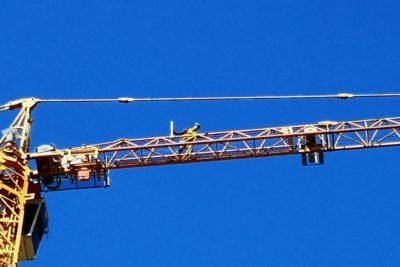 Concepción: trabajador de la construcción amenaza con lanzarse desde una grúa