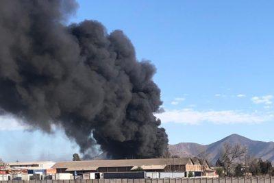 FOTOS   Incendio afecta a bodegas en San Bernardo
